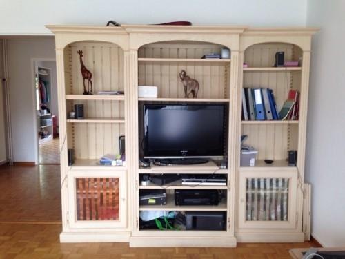 Vitrines en bois salon des id es novatrices sur la - Armoire de salon en bois ...
