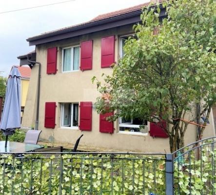 Maison villageoise et son annexe constructible