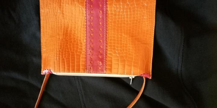 Vends pochette en cuir véritable neuve