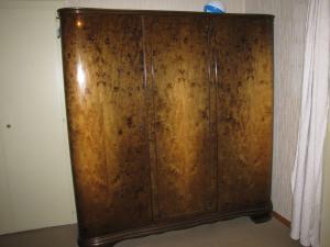 Magnifique armoire ancienne avec penderie