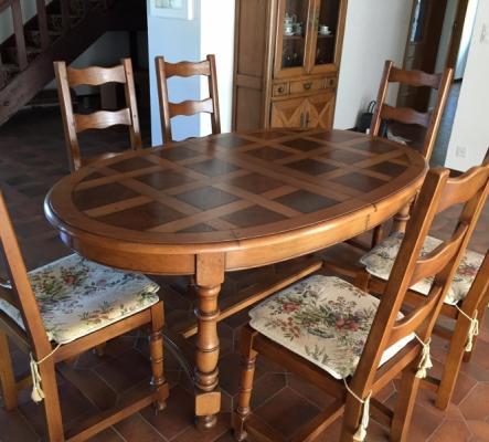 Table avec 2 rallonges et 6 chaises