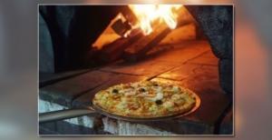 Pizza au feu de bois, sèche au lard
