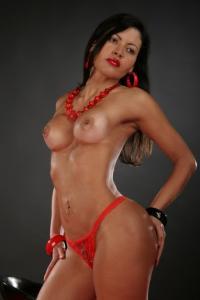 Brésilienne sexy torride clitoris XXl corps athlétique