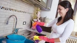 Tout urgence une ménagère et un cuisini