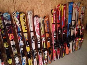 Vente skis occasion pas cher toute l'année à Leysin