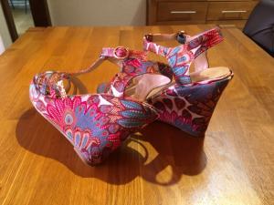 Vends très belle sandales compensées bohémienne