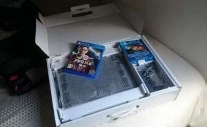 PS4 avec 2 jeux et 2 Blu ray en cadeau