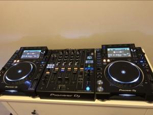 PIONEER CDJ 2000 + DJM 900 NXS2