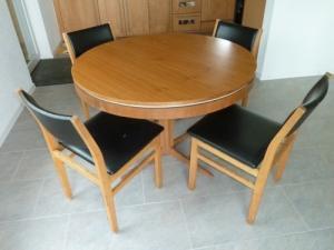 table ronde bois et chaises