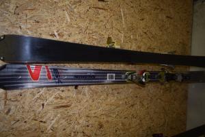 Skis Salomon 170cm occasion bon état à Leysin