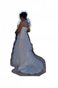 robe de mariage et chaussures blanches