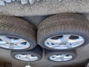 A vendre 4 pneus d'hiver avec jantes pour Ford dès 2014