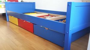 Belle occase 2 lits identiques avec bacs de rgmt en bois