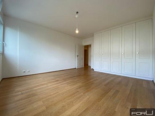 Superbe duplex vaste et moderne en attique avec terrasses à Confignon