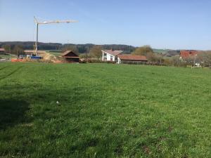 Parcelle de 5'296 m2 zone HA à 2 minutes à pied du centre du village.