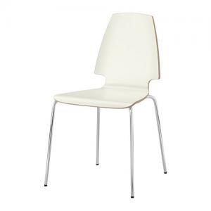 Quatre chaises blanches Ikea