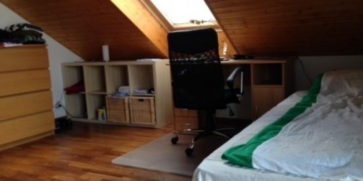 Lumineuse chambre au Mont sur Lausanne