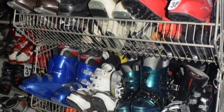 Plus de 300 paires de skis et chaussures d'occasion