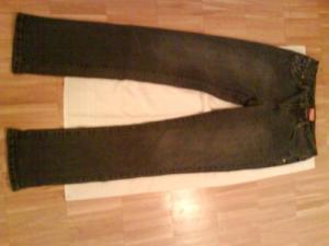 Jeans gris noir avec éclaircis