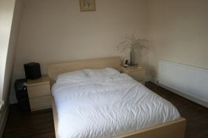lit malm complet avec 2 table de nuit
