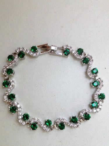 Bracelet neuf plaqué or jaune avec zircones verts