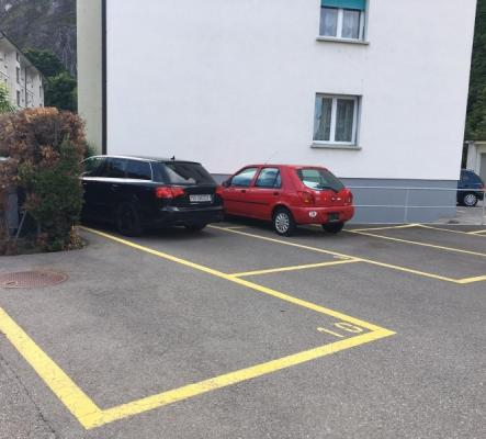 1 place de parque à louer aux  Glariers 6 à Martigny.