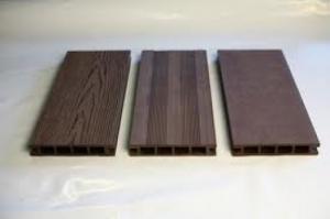 bois composite pour tour de piscine