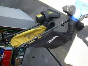 2 aspirateurs de feuilles sur roues