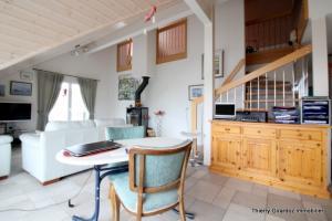 Beau duplex de 131 m2 avec vue et tranquillité à 6 km de Nyon.