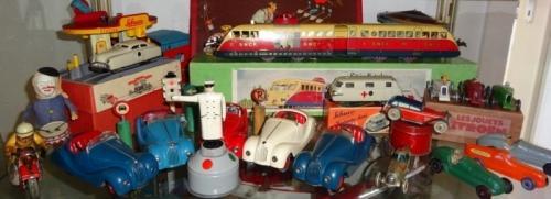 Je cherche des vieux jouets anciens, Dinky Toys et autres