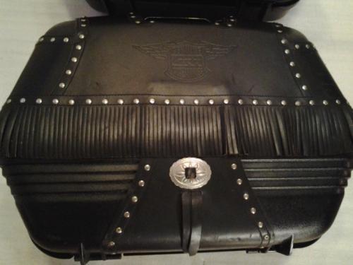 une paire de valises givi pour moto