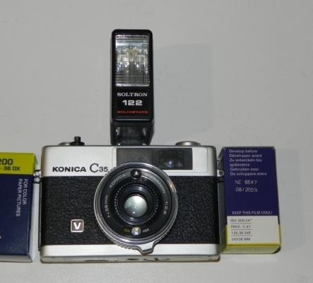 Appareil à photos analogique Konica C35 V