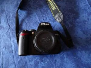 Boitier appareil photos Nikon D3000 en l'état