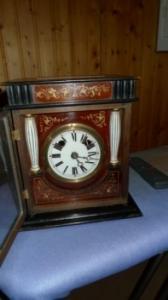 Trés jolie horloge de table d