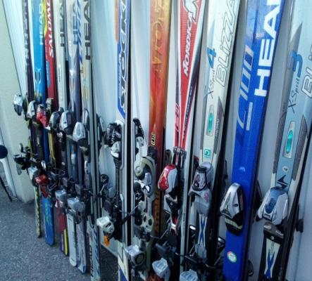 A Leysin - Skis - Chaussures adultes/enfants occasion