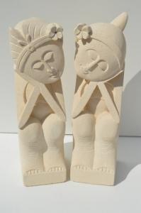 Couple en pierre blanche