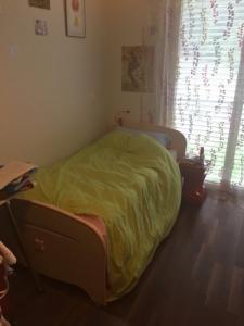 lit complet pour une enfant avec commode