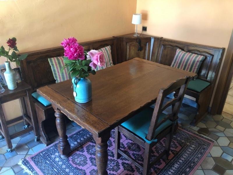 Table de cuisine avec banc d 39 angle Table de cuisine avec banc d angle