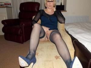 Blonde mature en talons sexy