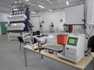 Equipement de laboratoire pour l'industrie plastique