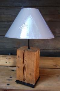 Lampe de table en bois brossé et huilé
