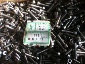 Vis métrique six-pan M6x30