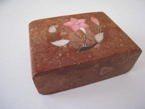 Coffret à bijoux en céramique marqueté
