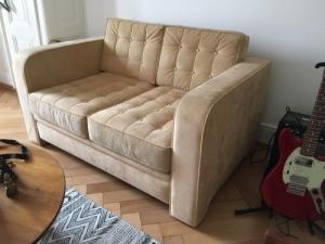 Canapé vintage 2 places en daim beige