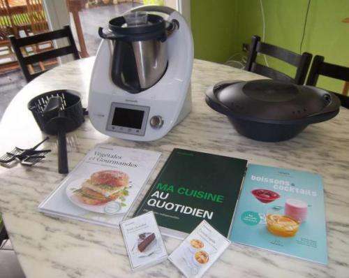 Thermomix Tm5 très bon état à vendre + 3 livres de cuisine