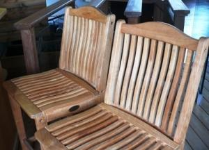 Chaises de bar en teck