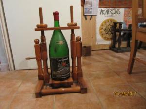 Support basculant bouteille matusalem