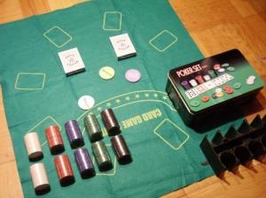 Jeu de Poker neuf, complet avec tapis.