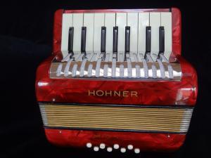 Joli petit accordéon Hohner Mignon I
