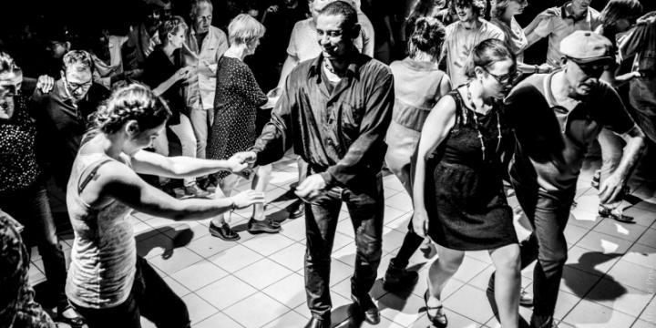 Recherche cours danse jazz solo ou/et lindy hop